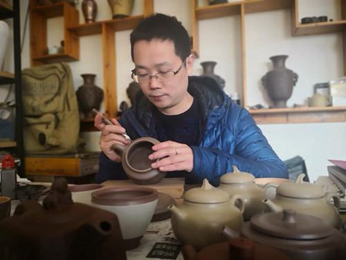 【中国画都网】推介:宜兴陶艺家潘锋老师之紫砂艺术
